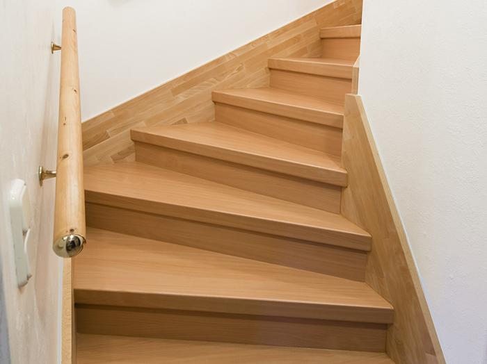 bauen-beton-treppe-laminat-belegen