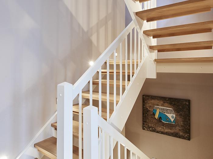 bauen-treppe-landhaus-stil-offen