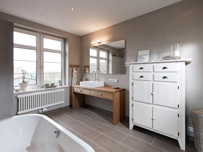 wohnen-bad-skandinavisch-massivholz-waschtisch