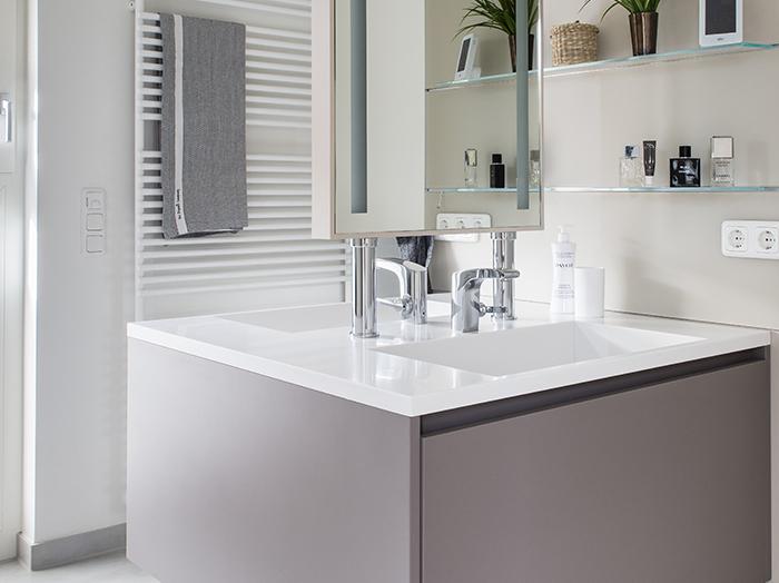 wohnen-bad-waschbecken-gegenueber