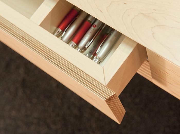 wohnen-objekteinrichtung-tisch-schublade