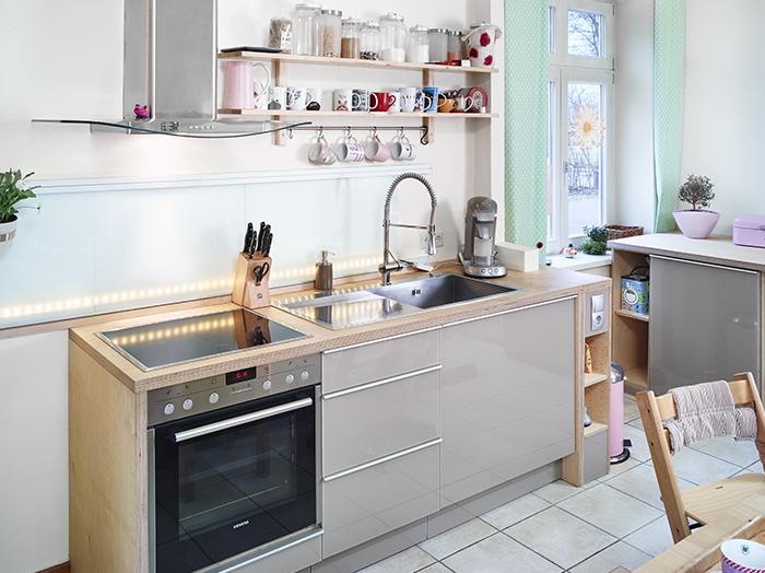wohnen-wohnraum-kueche-mdf-glasfront