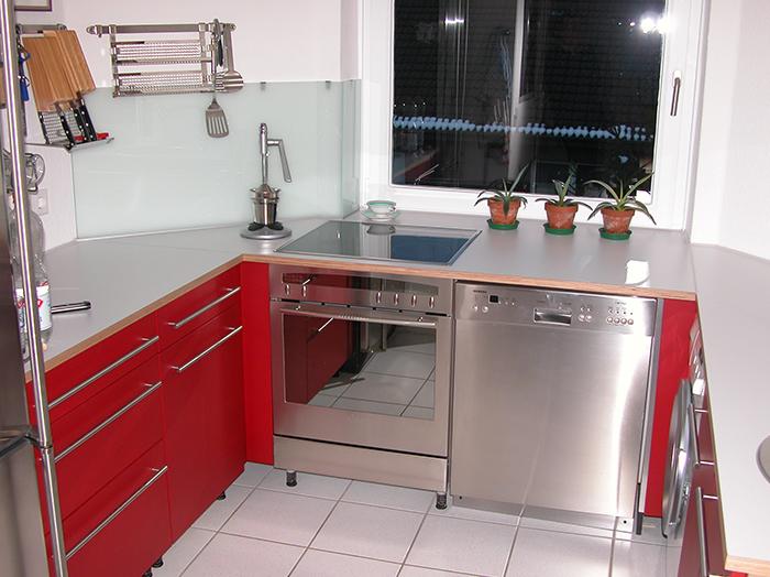 wohnen-wohnraum-kueche-rot